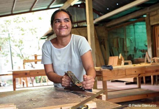 Claudia Julieht Córdoba Pérez, a carpenter, Asociación de Mujeres Constructoras de Condega