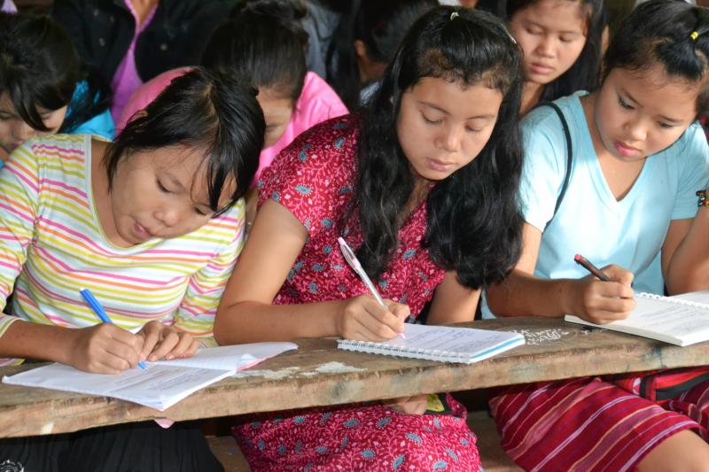 Children studying, Mae La Refugee Camp, 2013