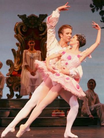 Ballet: The Nutcracker. Choreographer: Ben Stevenson. Dancers: Linnar Looris, Mireille Hassenboehler. Photo: Amitava Sarkar