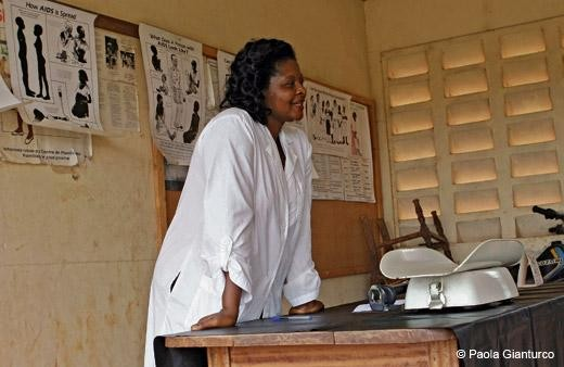 Teacher with the Cameroon Medical Women Association instructs women in sexual health