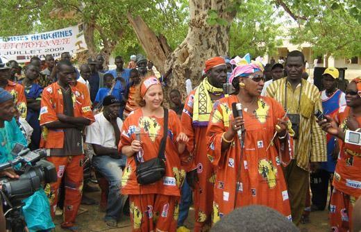 Demonstration: Fondation YTTO pour l'Hebergement et la Rehabilitation des Femmes Victimes de Violenc