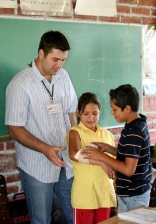 First aid lesson YouthLINC Mexico 2006