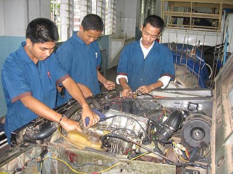 Students of automotive in Don Bosco Sihanoukville.