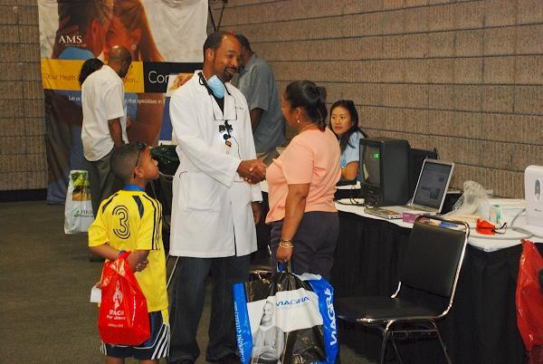 Dentist interacting with and consulting an attendee