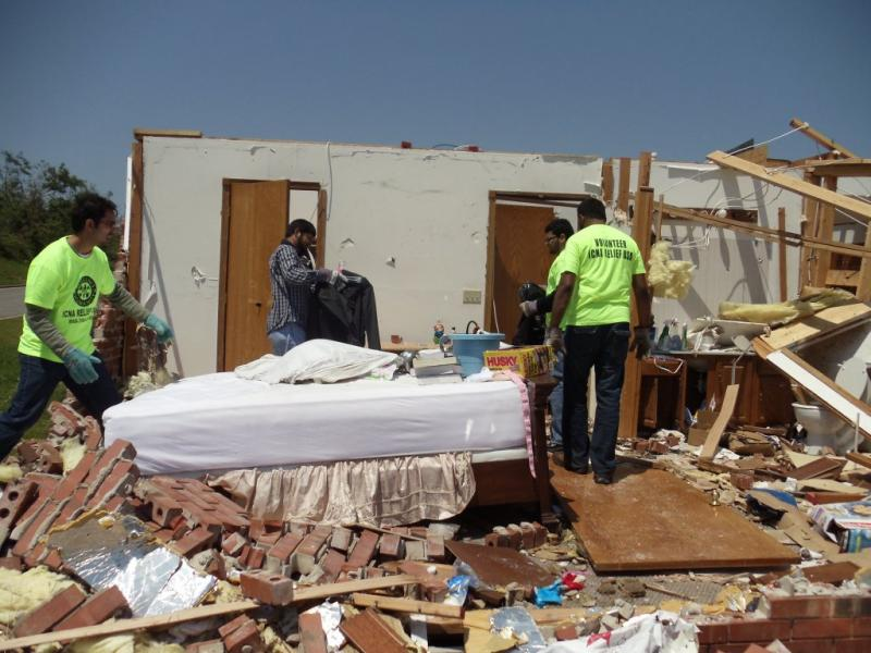 Volunteers cleaning up after the tornadoes in Joplin, MO