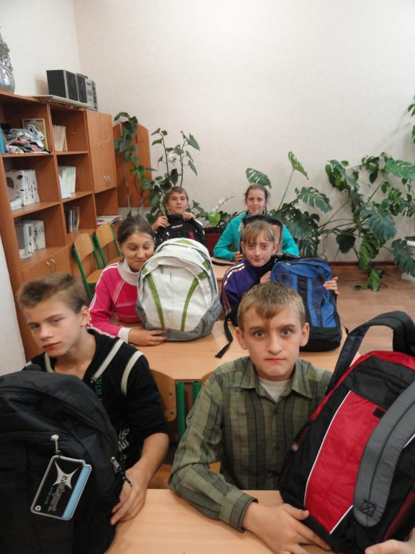 Teens at the specialized internot receive backpacks