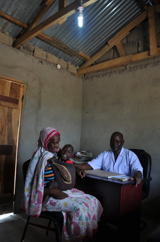 Sharifa and her daughter Fatuma can now receive medical care even at night at the Milo Clinic