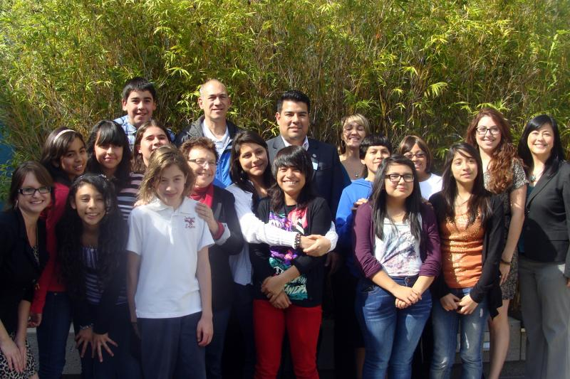 Assemblymember Ricardo Lara and students from South East Middle School