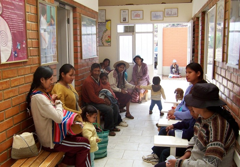 Bolivian families waiting to be seen at Mano a Mano clinic