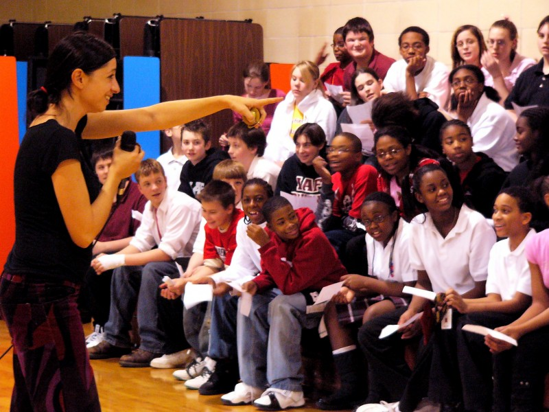 Esta conducts a school workshop for Arts Midwest World Fest. Photo by Lindajoy Fenley.