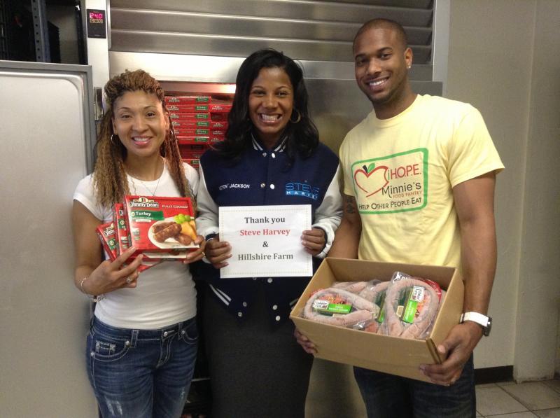 Steve Harvey Donates to Minnie's Food Pantry