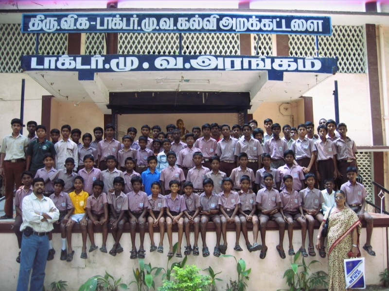 Suresh and Mrs.Rajalakshmi with students sponsored by Dishaa for academic year 2008-09