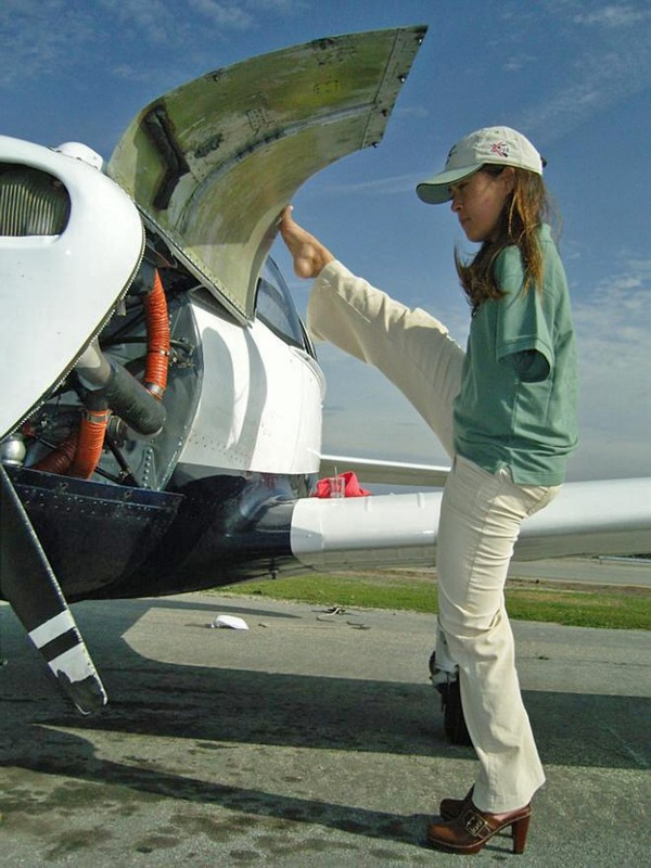 Born without arms, scholarship winner Jessica Cox  flies only with her feet.