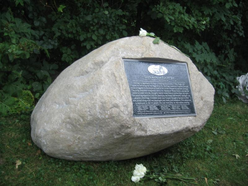 Memorial to victims of the NW flight 307 crash
