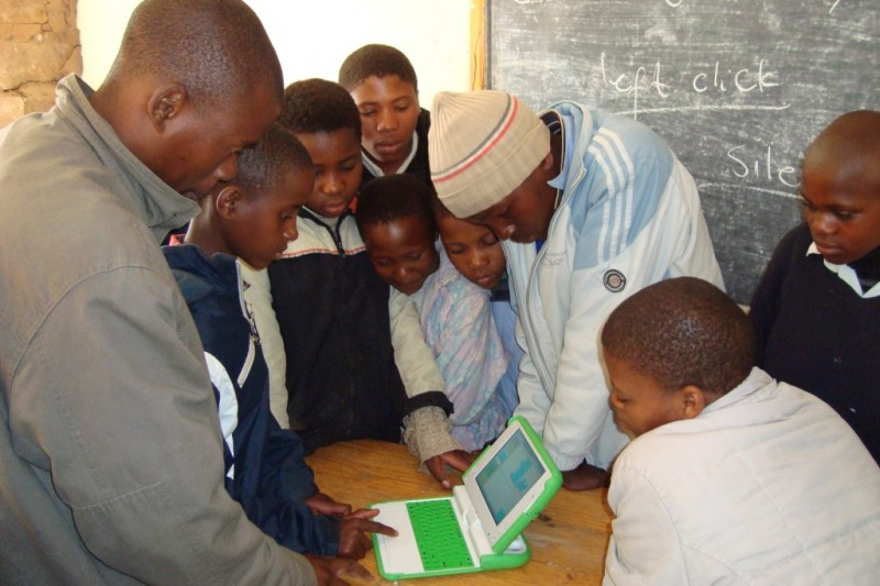 6th grade students & teacher, Bonang Mochochoko, come in on a school break to learn computer skills