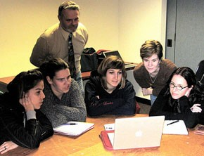 Journalism students at Northeastern University review a news story on NewsTrust.