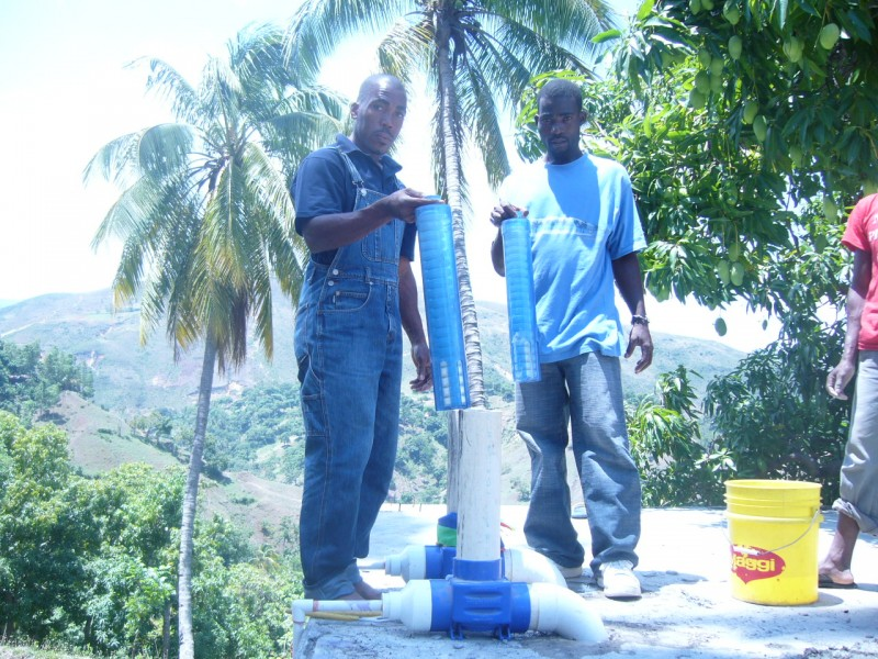 Our plumbers install a chlorinator in Duvivier a neighbohood of Port-au-Prince
