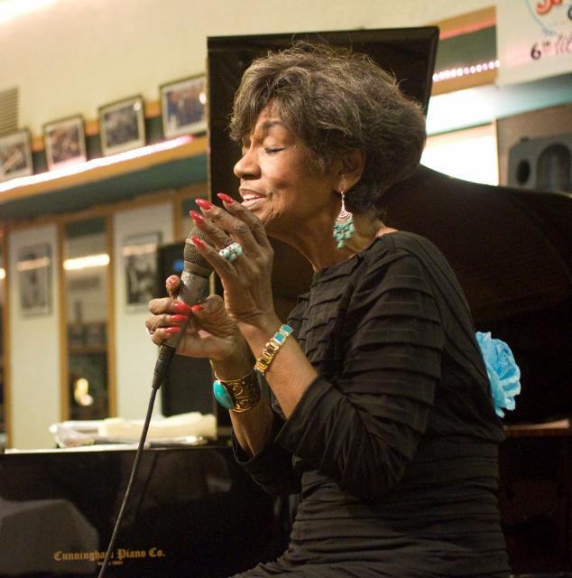 Pearl Williams singing at Jazz Bridge Benefit