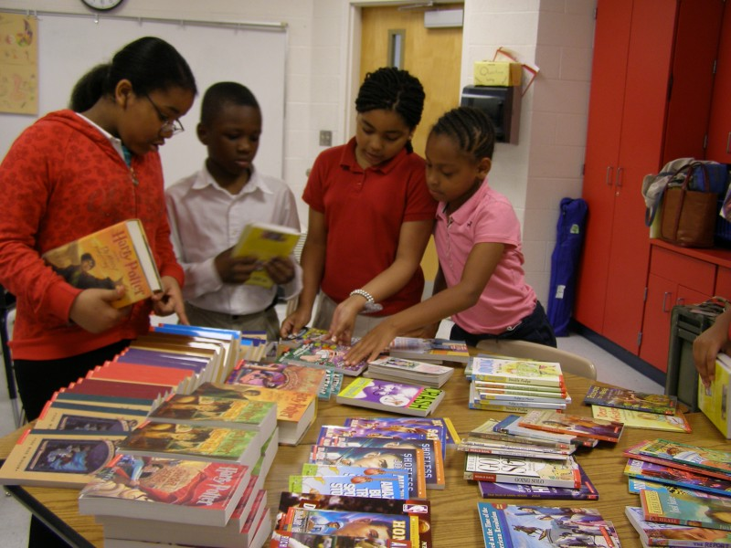 Students at Fall-Hamilton Elementary School in Nashville pick out their free book.