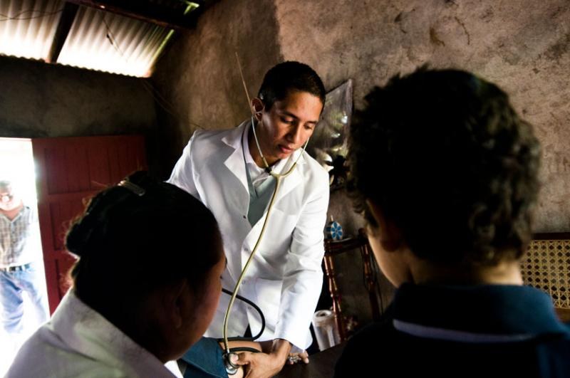 A Rainbow Network doctor seeing a patient in rural Nicaragua.
