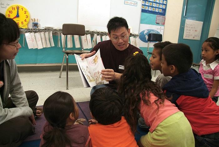 Reading aloud to children at Reading to Kids