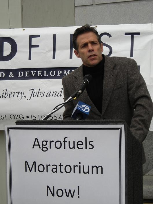 Food First's executive director, Eric Holt-Gimenez speaking to press on biofuels moratorium