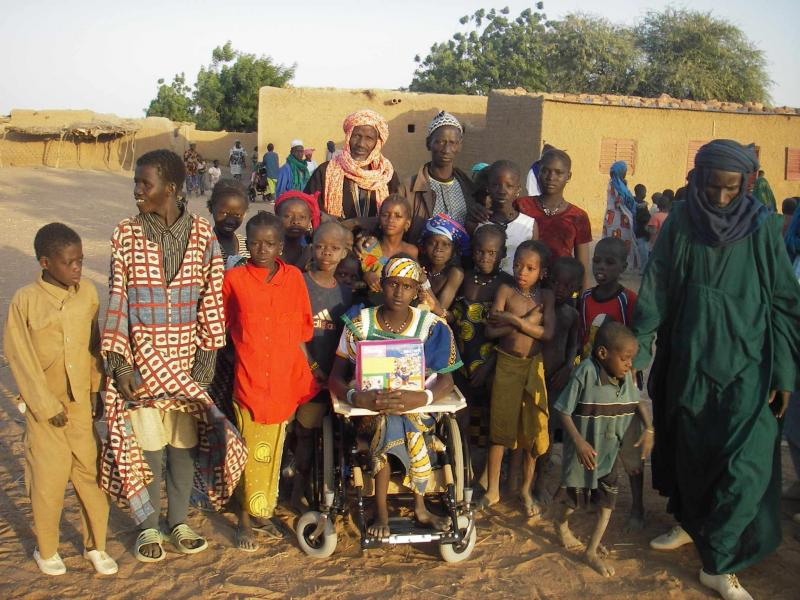 ROC Chair recipient and family in Sendegue, Mali