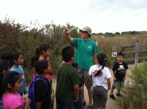 CNI Docent leads Discovery Field Trip