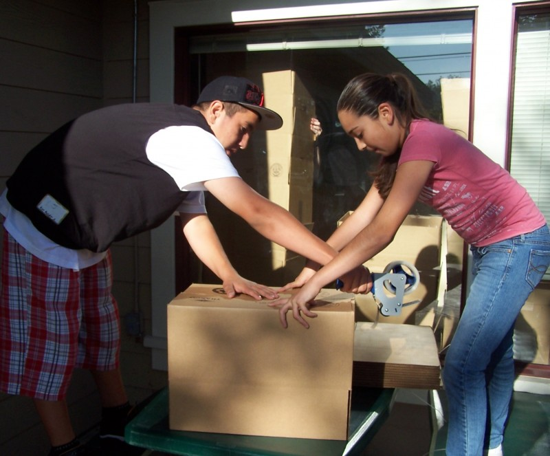 Volunteers: Thanksgiving Food Box Preparation