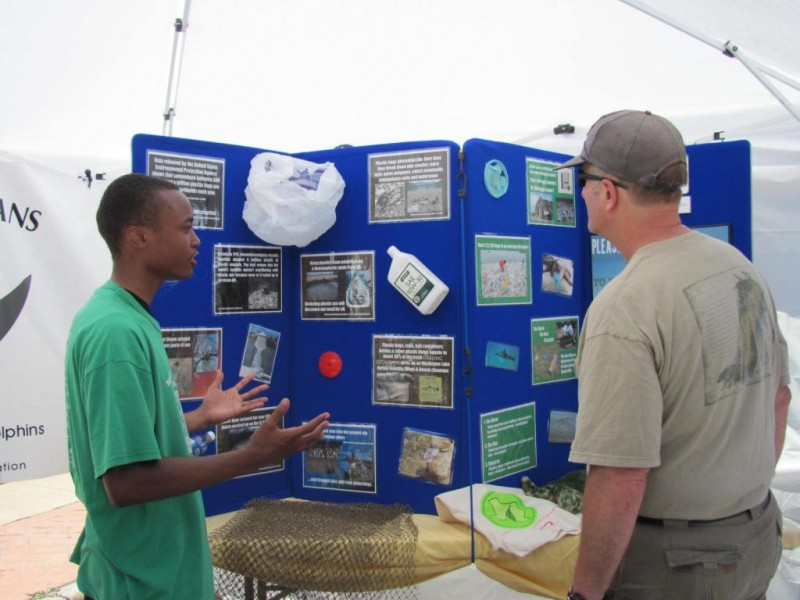A Volunteer Educates Citizens About Marine Debris