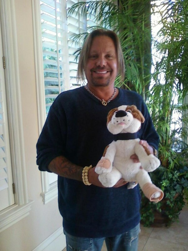 Vince Neil of Motley Crue... He loves Owie!