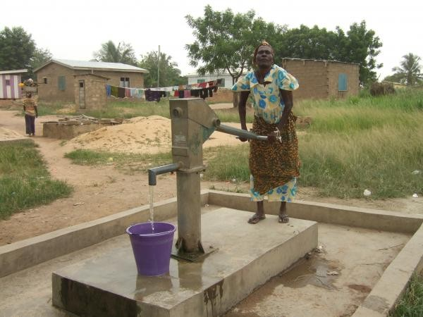 Clean water close to home, WC well in Doblo Gonno