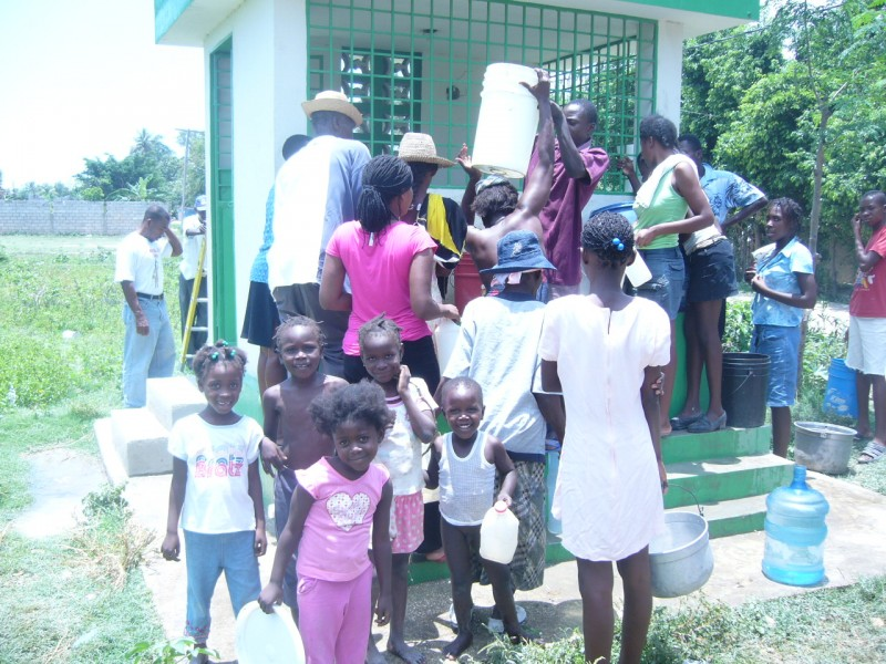 Kids come to fetch water at the water station in Duvivier