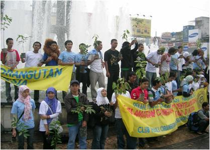Students in Medan celebrating Orangutan Caring Week at city fountain