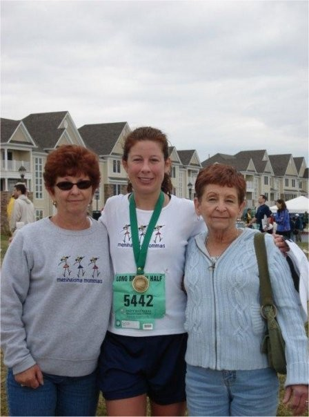 Meningioma Mommas Marathon Runners racinng for a cure.