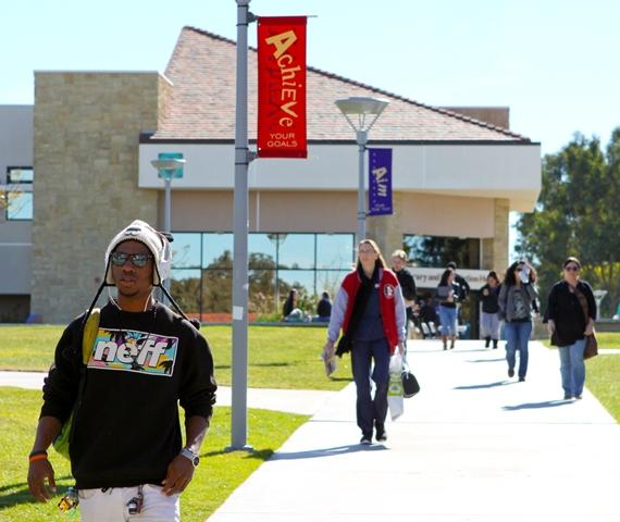 Students on MiraCosta College Oceanside campus