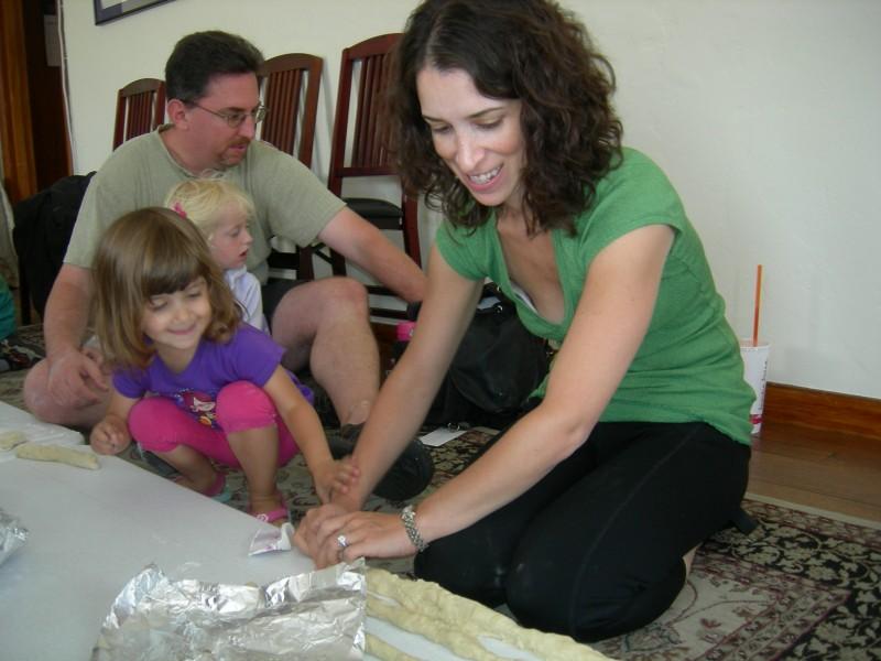 Making challah at Jewish Gateways family gathering