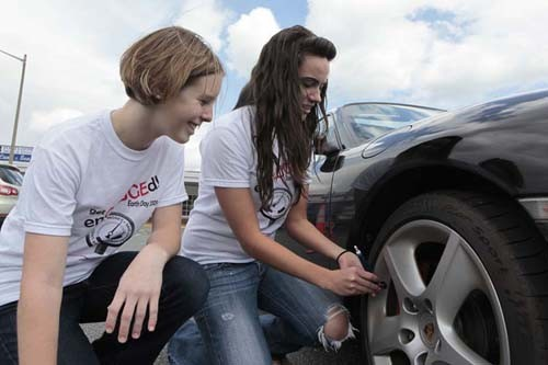 enGAUGE It students checking tire pressure