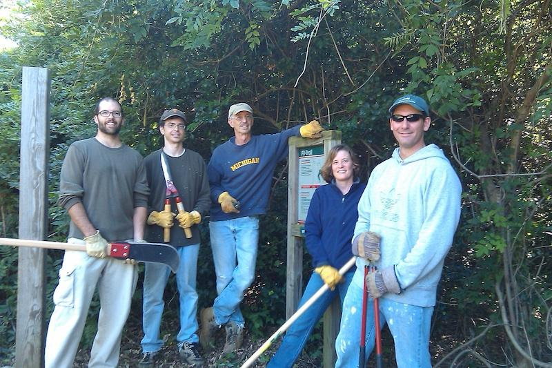 Volunteers from Woodland Hills on the Fit Trail