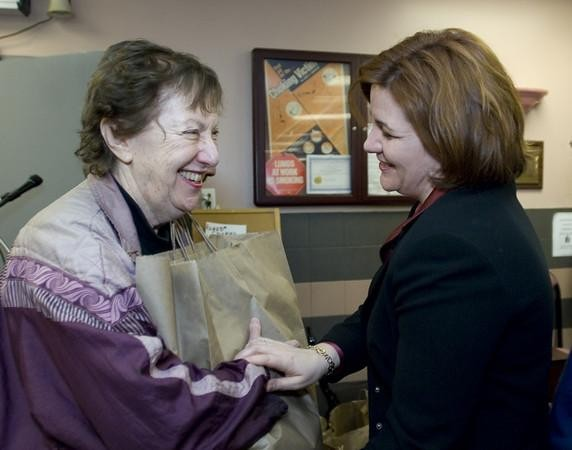 Speaker Christine Quinn joins Met Council to distribute Passover food packages to East Side Seniors.