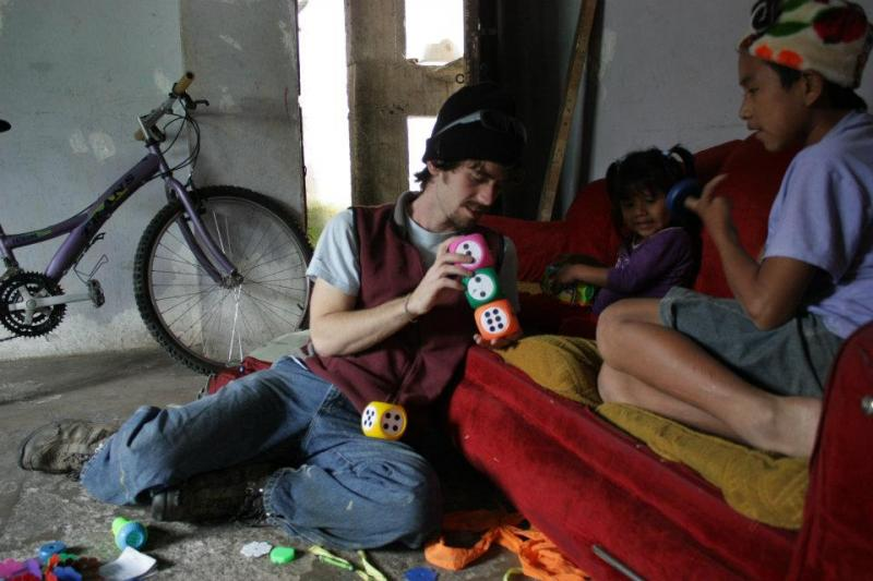 College Students Visiting Families with Social Workers through Remanso de Amor in Ecuador
