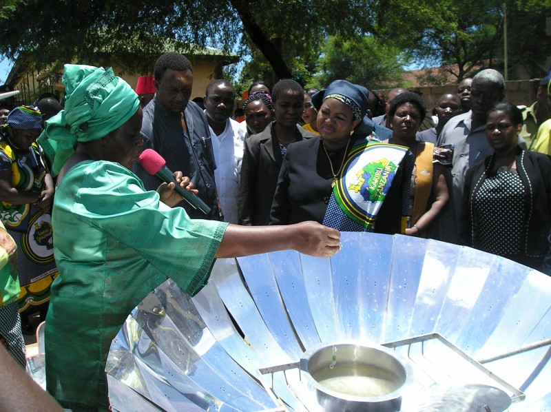 GRA -TZ Teaches Tanzania's First Lady about Solar Cooking